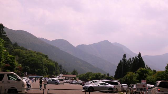 三峯神社 駐車場にて
